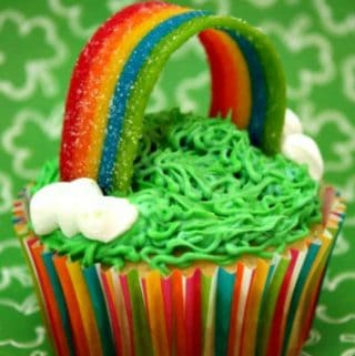 Looking for a fun St. Patrick's Day dessert? These Somewhere Over the Rainbow cupcakes are sure to thrill any kid!