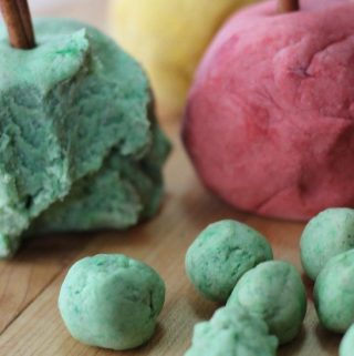 This yummy scented sensory experience will make the entire room smell like an apple pie! A truly fun way to get in some sensory and imaginative play, fine motor skills, and even math, science, and art! Make this heavenly scented Apple Pie Spice play dough with items you probably already have on hand in the kitchen today.