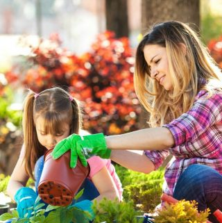 7 Benefits To Letting Your Kids Garden With You