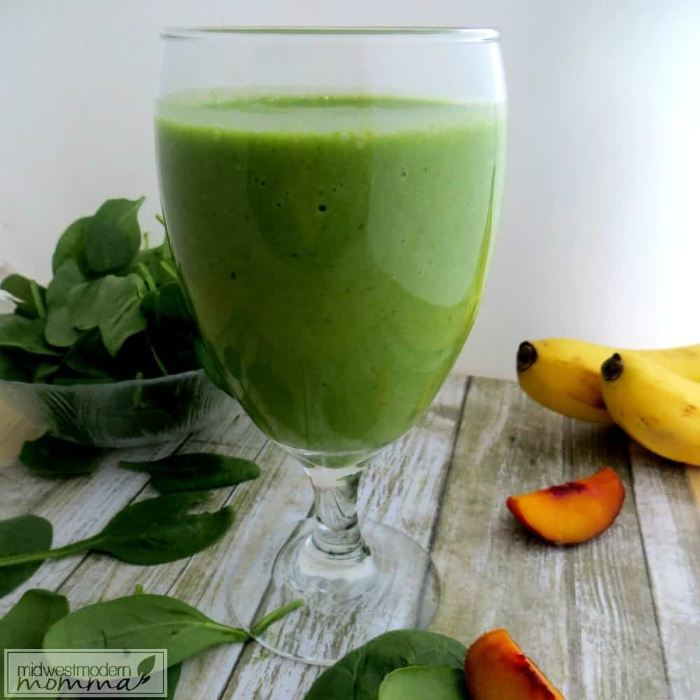 Green Detox Smoothie - This spinach and pineapple smoothie is a great way to start off your day!