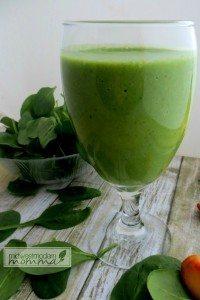 Spinach & Pineapple Almond Milk Smoothie