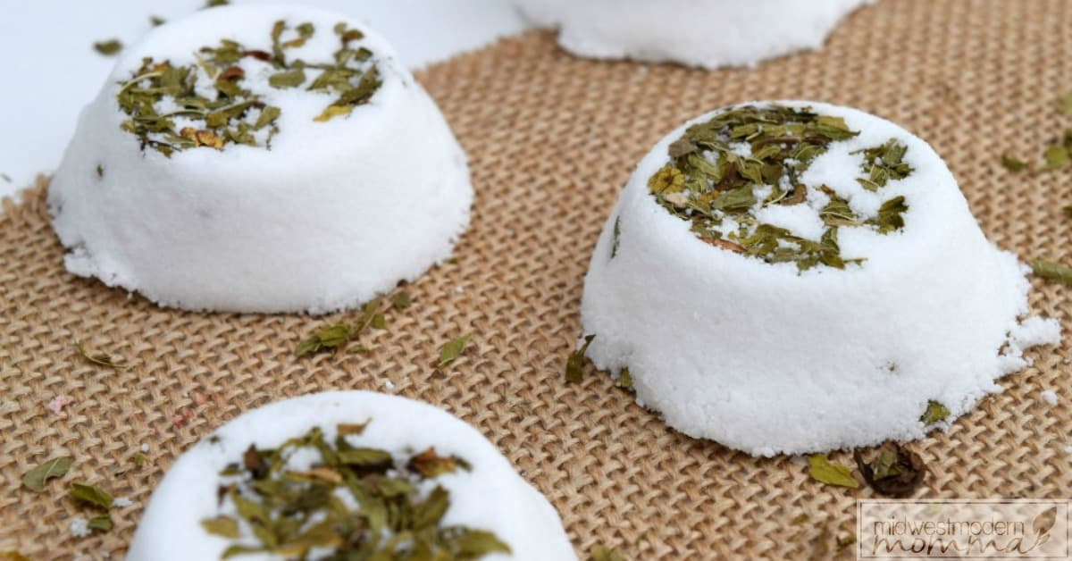 Homemade Spearmint Bath Bombs
